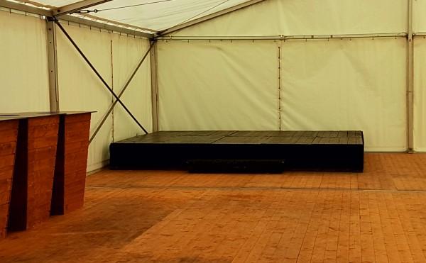 Holzpodest-Bühne
